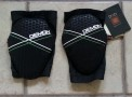 new Demon kneepads, including D30 insert for impact protection