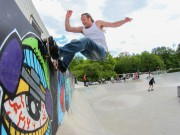 Doms wallride against the graffiti, up close and personal